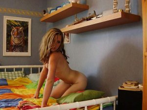 Jouda naked escorts in McHenry, IL
